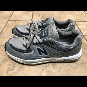 New Balance VTG 2000 Mens Special Edition Sneakers